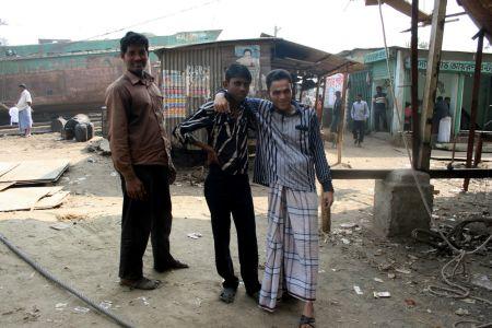 NŒgra av skeppsbyggarna i Dhaka.