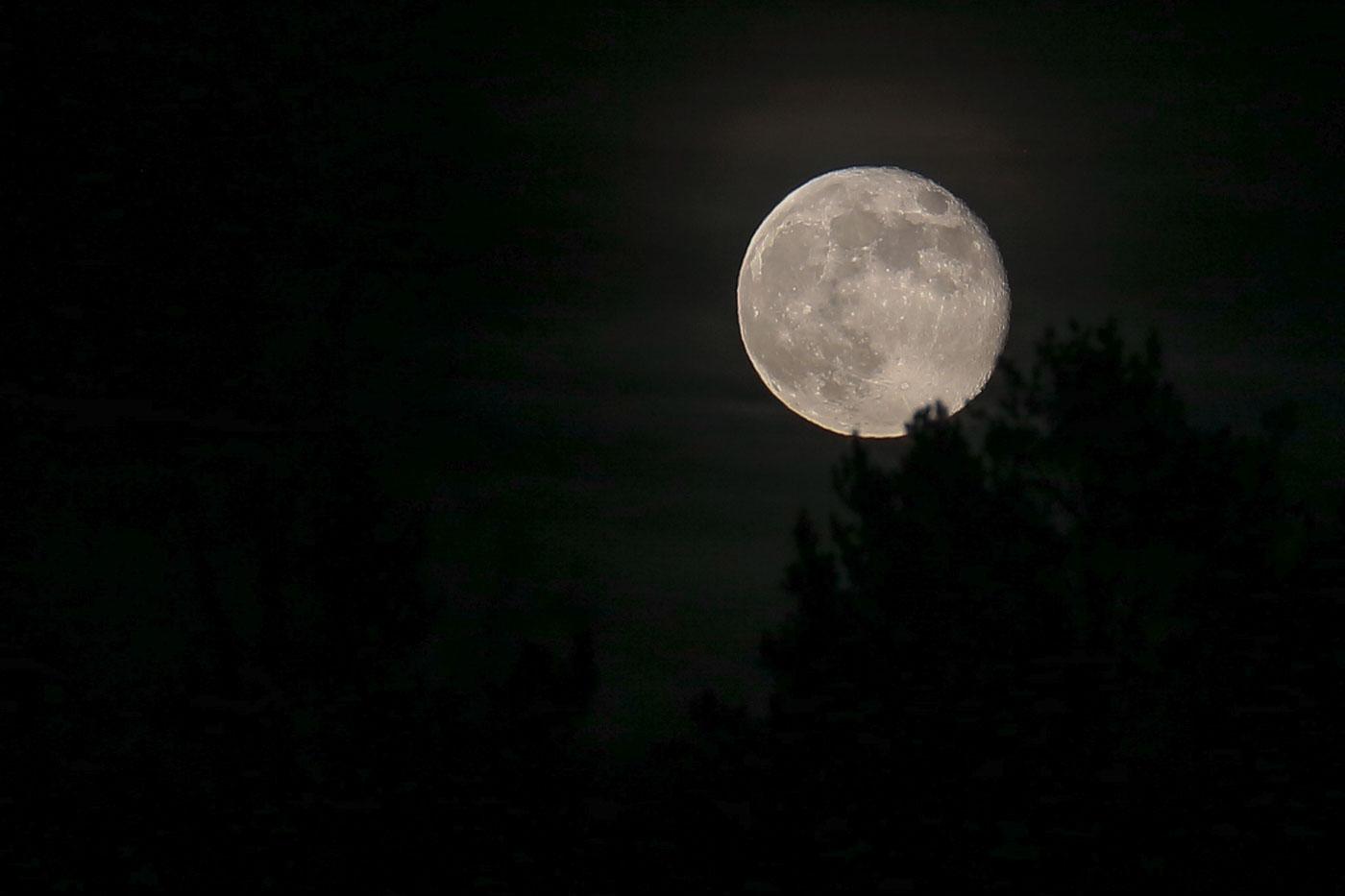 roslagen-moon-april2019-1400-1.jpg